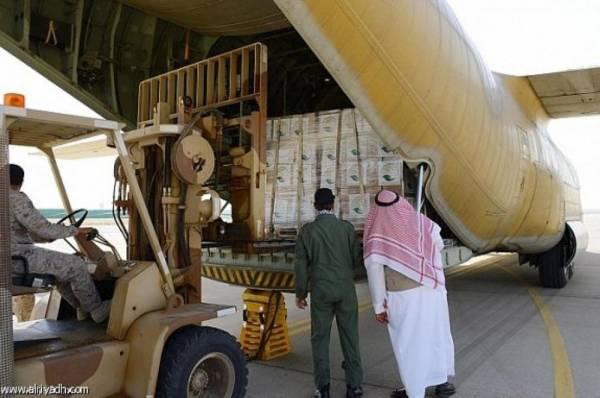 التحالف يطلق جسرا جويا لإغاثة المتضررين في عدن.