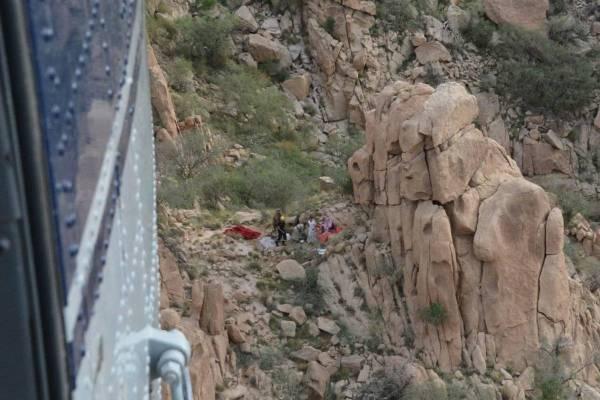 «طيران الأمن» ينقذ رجلا بعد سقوطه من أحد المرتفعات الجبلية بالطائف