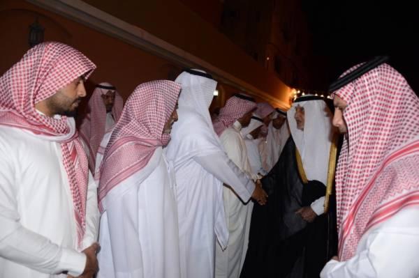 خالد الفيصل يواسي أسرة الثقفي في فقيدهم