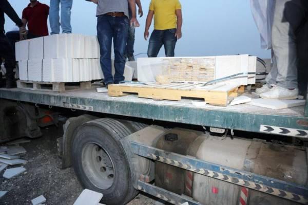 أثناء إيقاف الشاحنة المحملة بالحبوب المخدرة من جانب الأمن الأردني.