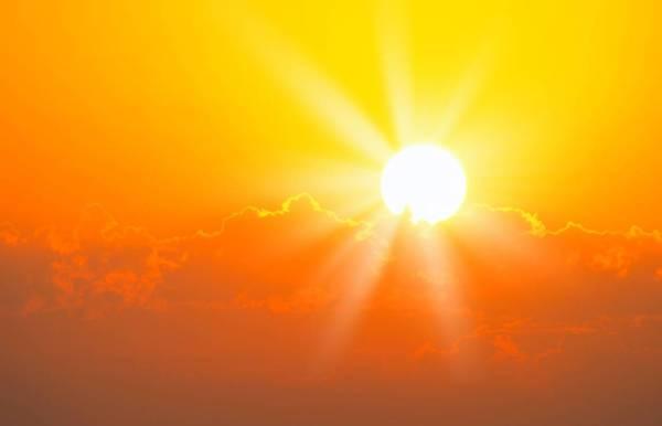 طقس «حار جداً» على وسط وشرق المملكة