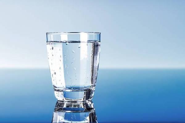 شابة سعودية تتناول كوب ماء لأول مرة بعد صيام شهرين!