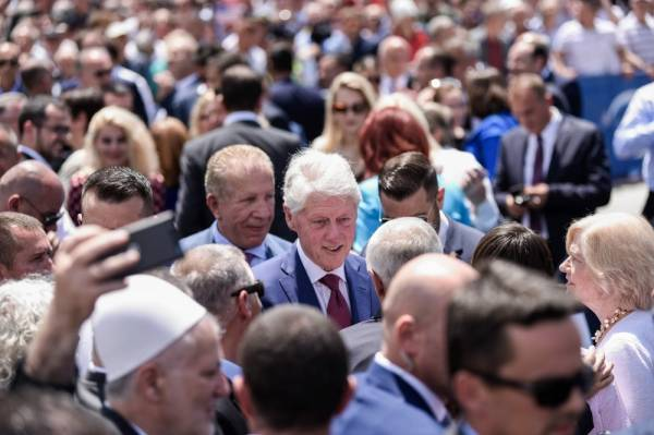 Kosovo Albanians greet former U.S President Bill Clinton (C) as he attends a ceremony in Pristina, on June 12, 2019, marking the 20th anniversary since the NATO intervention ended Kosovo war with Serbia and cleared a path for independence. June 12, 1999, the day when NATO entered Kosovo after a three-month assault on Serb forces, marks the moment Belgrade effectively lost control of its former province. Clinton is beloved in Kosovo for championing that intervention, which forced Serbian troops to withdraw from their battle with ethnic Albanian separatists, a conflict which claimed 13,000 lives, mostly Kosovo Albanians. / AFP / Armend NIMANI