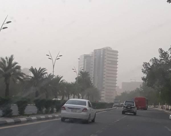 موجة غبار تُغطي طرقات وأحياء مكة