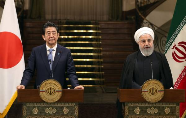 Iranian President Hassan Rouhani (R) give a joint press conference with Japanese Prime Minister Shinzo Abe, at the Saadabad Palace in the capital Tehran on June 12, 2019. Abe arrived in Tehran on June 12 for a rare diplomatic mission, hoping to defuse tensions between the Islamic republic and Tokyo's ally Washington. / AFP / -