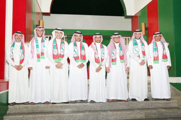 خالد الدبل يتوسط أعضاء مجلس إدارته.