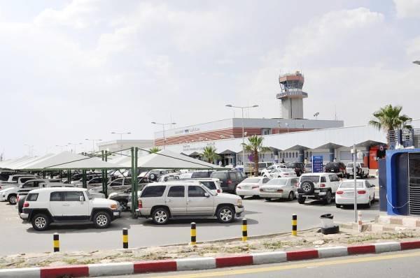 مطار أبها كما بدا أمس عقب استهدافه من قبل الميليشيا الإيرانية.