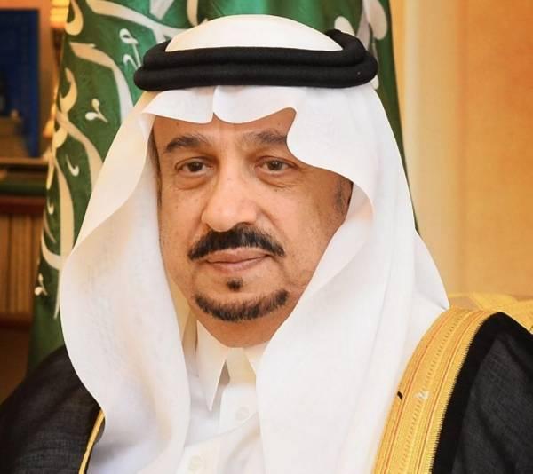 أمير الرياض يؤدي صلاة الميت على الأمير محمد بن متعب بن عبدالله
