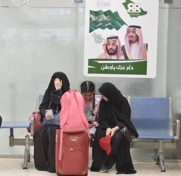 مسافرون داخل مطار أبها.