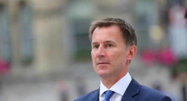 بريطانيا تؤيد اتهام أمريكا لإيران في استهداف ناقلتي نفط في خليج عُمان