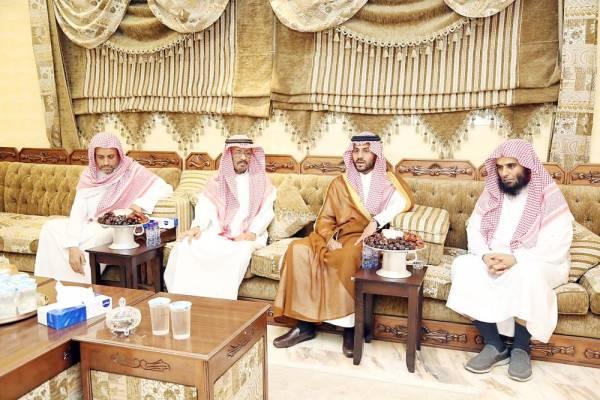 نائب أمير حائل يواسي ذوي المتوفين في حادثة مرورية - أخبار السعودية   صحيفة عكاظ