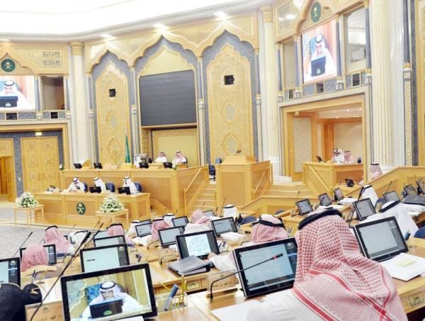 أعضاء الشورى في أولى جلسات المجلس أمس بعد إجازة عيد الفطر المبارك. (عكاظ)