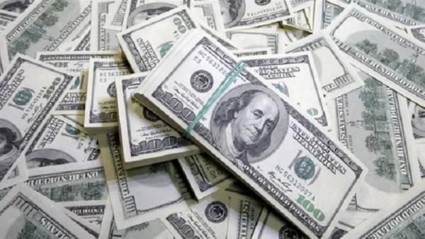 الدولار يتجه صوب أدنى مستوى في 3 أشهر