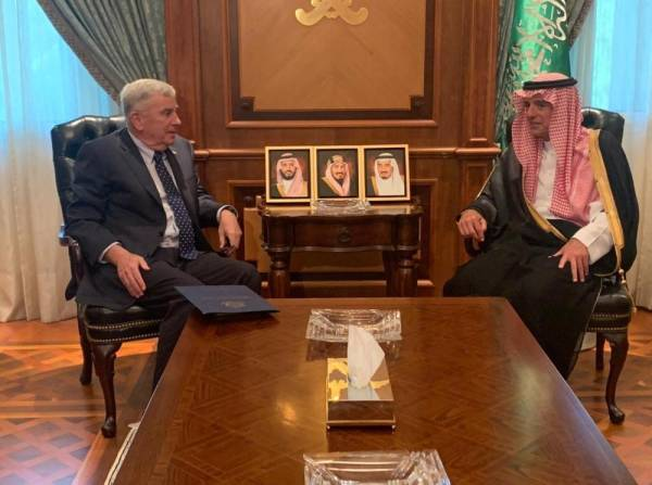 الجبير يناقش مع السفير الأمريكي المستجدات الإقليمية والدولية
