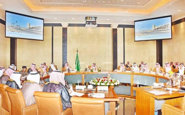 أمير الرياض خلال ترؤسه مجلس الهيئة.