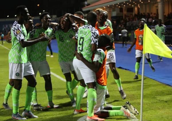 نيجيريا تفلت بصعوبة من بوروندي في «أمم أفريقيا»