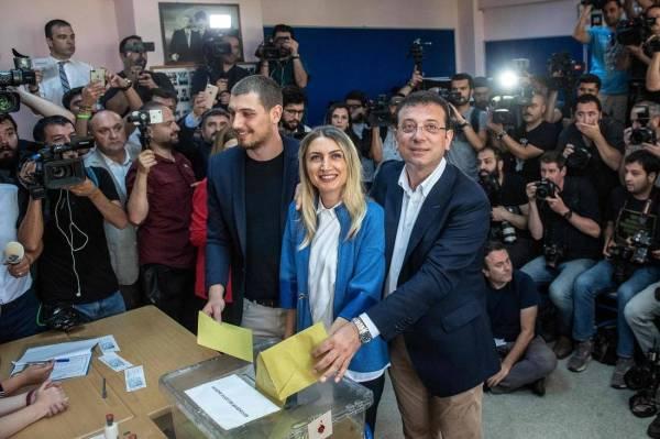 مرشح أردوغان يقر بهزيمته في انتخابات إسطنبول