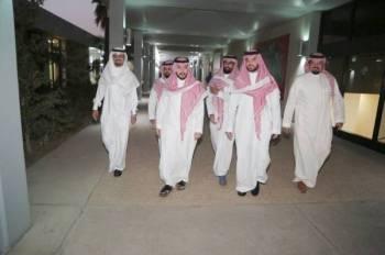رئيس الوحدة وأعضاء مجلس إداراته في جولة بمقر النادي.
