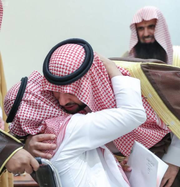 فيصل بن خالد بن سلطان يستقبل هاني العنزي.. قبل شفاعته للعفو عن قتلة ابنه