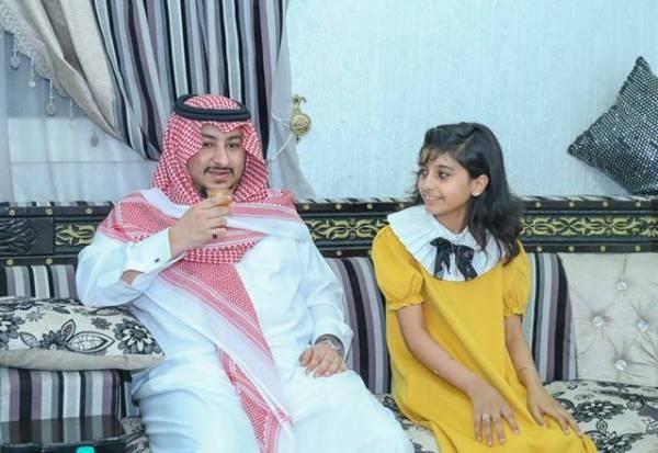 «نائب أمير الجوف» يزور طفلة متعافية من السرطان