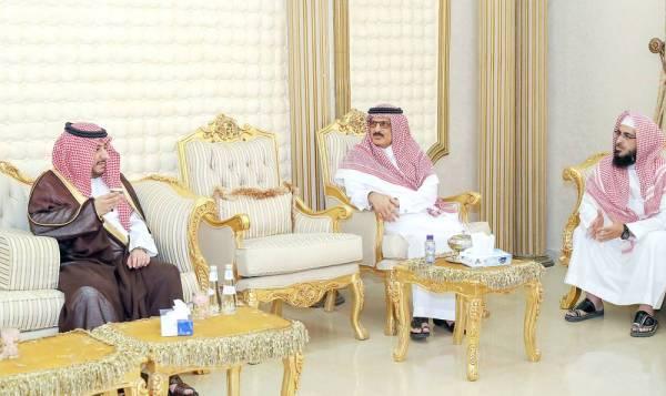 نائب أمير الجوف يواسي آل الحميد في خالد