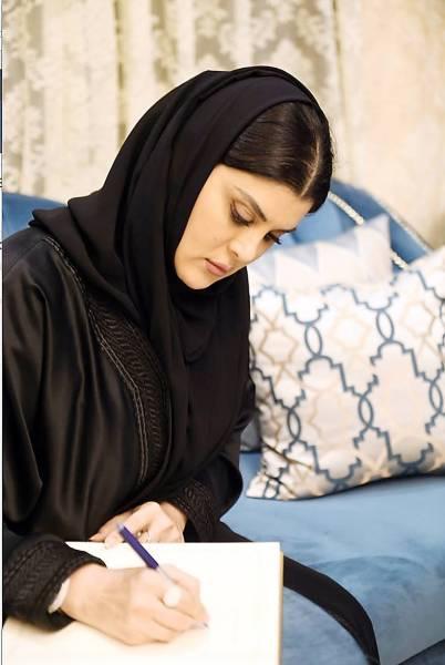الأميرة دعاء بنت محمد تسجل انطباعاتها بعد زيارتها لسكن الأيتام.