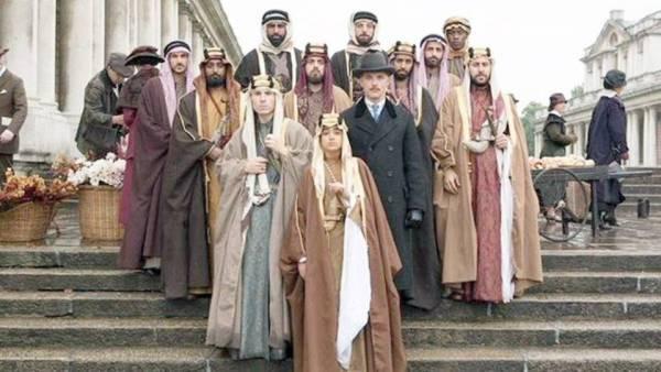 عدد من الممثلين المشاركين في الفيلم.
