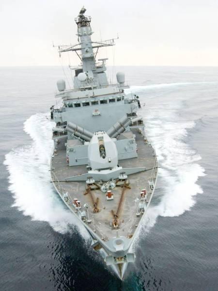 الفرقاطة البريطانية  (23 HMS) مونتروز، خلال تدريبات عسكرية سابقة قبالة سواحل سلطنة عمان  (رويترز)