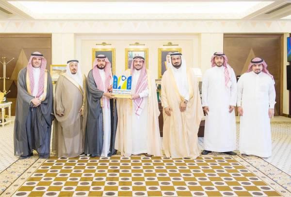 أمير القصيم مستقبلاً مدير الجامعة العربية المفتوحة.