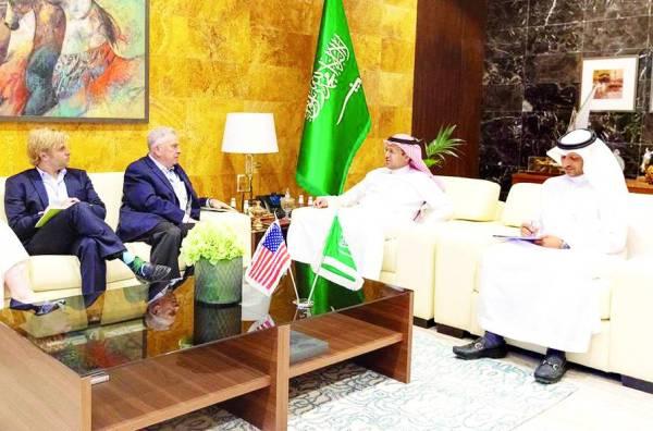 المنصوري مستقبلا سفير الولايات المتحدة الأمريكية.