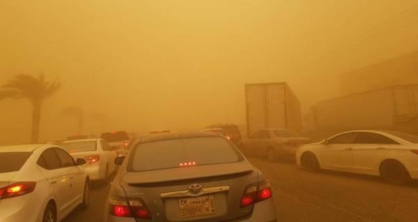 «غبار جازان».. إصابة 4 بتصادم أكثر من 12 سيارة في بيش