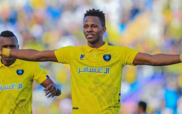 التعاون يوافق على انتقال اللاعب عبد الفتاح آدم إلى نادي النصر