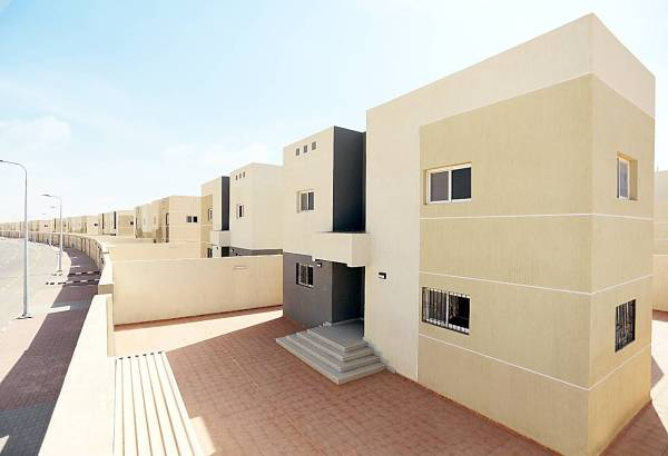 تسليم فلل وزارة الإسكان خلال الشهر الماضي تنوعت في 10 مناطق.