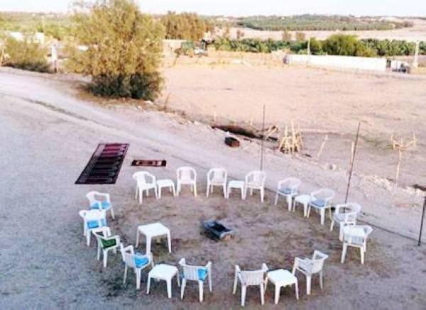 مجلس البطحي اليومي بعد صلاة المغرب داخل مزرعته في عنيزة.
