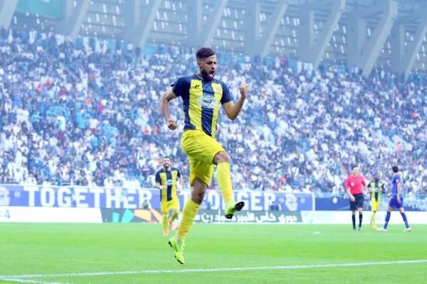 محمد الصيعري محتفلاً بأحد أهدافه مع فريق الحزم في الموسم الماضي