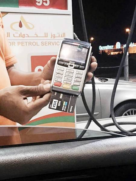 استعداد تام لمحطات الوقود لتطبيق التعاملات الإلكترونية «مدى» اليوم.