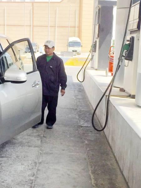 محطات الوقود تسارع لإنهاء تركيب «مدى» مع بدء التطبيق الفعلي.