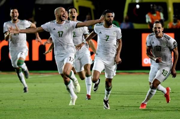الجزائر تغازل حلم الـ29 عاماً.. وتطير إلى نهائي «أمم أفريقيا»