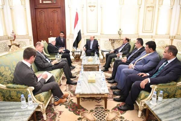 الرئيس اليمني ملتقيا غريفيث
