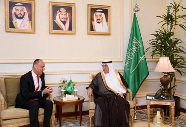 وزير الخارجية يستعرض مع سفير سويسرا الموضوعات المشتركة