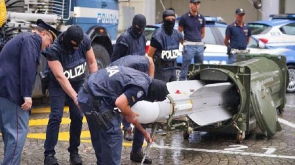 الشرطة الإيطالية تضبط صاروخاً قطرياً وأسلحة متطورة بحوزة «جماعة متطرفة»