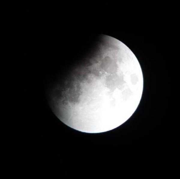 القمر أثناء خسوفه.