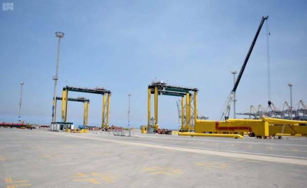 ميناء الملك عبدالله برابغ يتسلّم 28 رافعة عملاقة لتوسعة محطات الحاويات