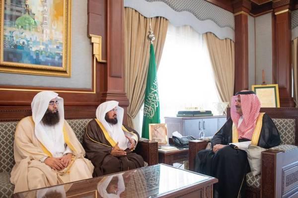 فيصل بن سلمان يطلع على خطة المسجد النبوي لموسم الحج