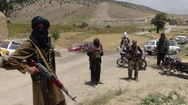 طالبان تقتل 18 جندياً أفغانياً وتأسر 16 آخرين