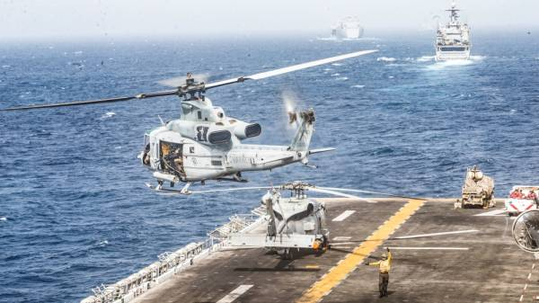 A UH-1Y Venom helicopter with Marine Medium Tiltrotor Squadron (VMM) 163 (Reinforced), 11th Marine Expeditionary Unit (MEU), takes off from the flight deck of the amphibious assault ship USS Boxer (LHD 4) during its transit through Strait of Hormuz in Gulf of Oman, Arabian Sea, July 18, 2019. Picture taken July 18, 2019. Dalton Swanbeck/U.S. Navy/Handout via REUTERS ATTENTION EDITORS- THIS IMAGE HAS BEEN SUPPLIED BY A THIRD PARTY.