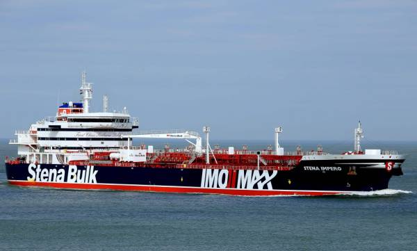 This handout photo made available on July 20, 2019, by Jan Verhoog shows the Stena Impero, a British-flagged tanker, off the coast of Europoort in Rotterdam on April 3, 2018. The British-flagged tanker Stena Impero seized by Iran is now at anchor off the port of Bandar Abbas with all its crew aboard after colliding with a fishing boat, authorities said on July 20, 2019. The Swedish-owned Stena Impero «collided with a fishing boat», said Allah-Morad Afifipoor, director-general of the Hormozgan province port and maritime organisation.  - RESTRICTED TO EDITORIAL USE - MANDATORY CREDIT «AFP PHOTO / MARINETRAFFIC.COM / JAN VERHOOG» - NO MARKETING NO ADVERTISING CAMPAIGNS - DISTRIBUTED AS A SERVICE TO CLIENTS  / AFP / MARINETRAFFIC.COM / Jan VERHOOG / RESTRICTED TO EDITORIAL USE - MANDATORY CREDIT «AFP PHOTO / MARINETRAFFIC.COM / JAN VERHOOG» - NO MARKETING NO ADVERTISING CAMPAIGNS - DISTRIBUTED AS A SERVICE TO CLIENTS