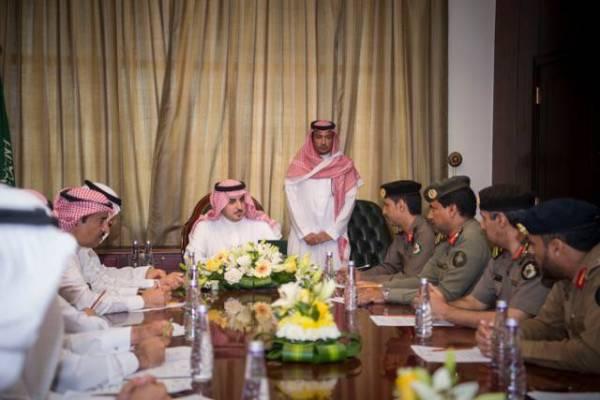 أمير الجوف يستهل زيارته للقريات باجتماع فريق الحج بالمحافظة