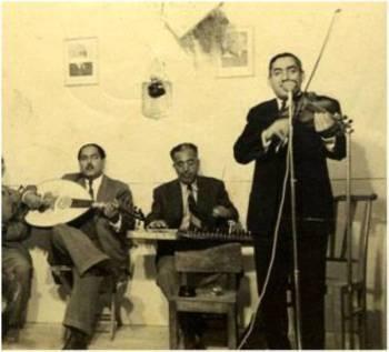 الأخوان الكويتي يعزفان في قصر الزهور الملكي في الثلاثينات
