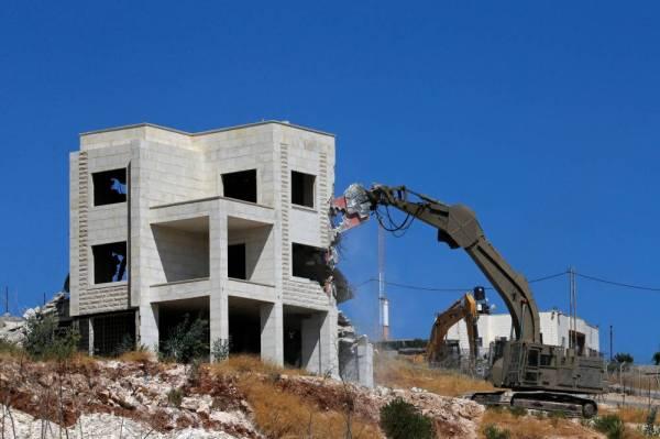 إسرائيل تبدأ هدم منازل فلسطينيين على مشارف القدس